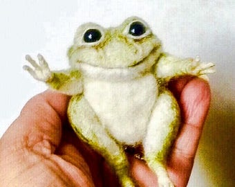 """Needle felted Life Like Poseabl Small Green Frog 3"""""""