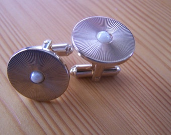 """Vintage 80's """"HICKOK"""" Pearl Cufflinks Round Disc Gold Toned Classic  Styling  Made in USA"""