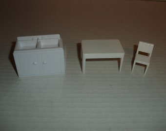 Marx Dollhouse Furniture.  Marx Table.  Marx Chair.  Sink.