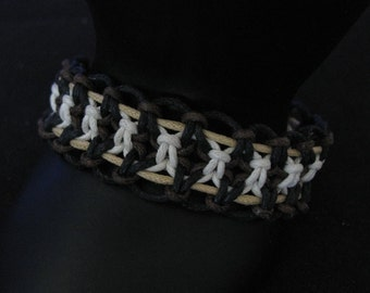 Bracelet tissé brun et noir