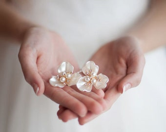 Pearl Flower Hairpins - Set of Two