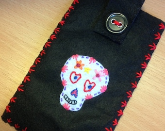 Skull phone case, Day of the Dead, iPhone cover, Sugar skull pouch,  Mobile phone sleeve, Felt cellphone cozy, Black phone case