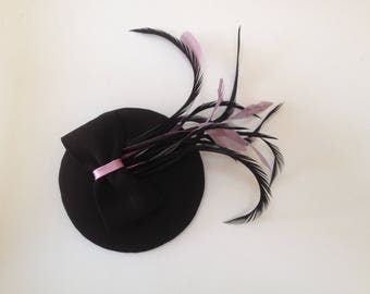 Fascination black, bow, various feathers black lilac