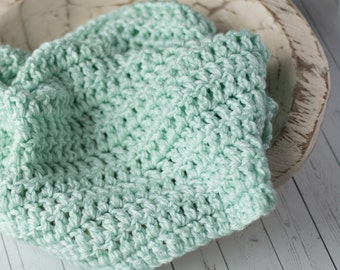 Newborn photography prop blanket. Chunky blanket. Basket filler. Layering blanket. Newborn prop. Baby.