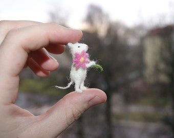 Felt toy, mini needle felted mouse, miniature mouse, pink flower, natural wool toy, felt mouse