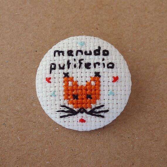 Menudo putiferio - Cross Stitch 31 pinback button - Embroidered geek brooch