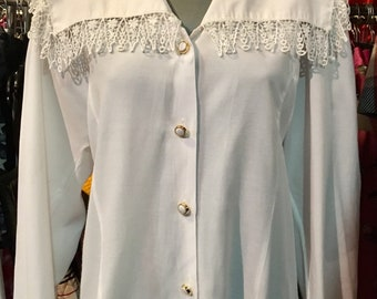 1980' white blouse, long sleeves, wide lacy collar. Size M.