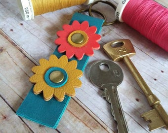 Leather Keyfob, Leather Keyring, Daisy Flower, 3rd Anniversary Gift, Mothers Day Gift, Flower Keychain, Leather, Turquoise, Red, Yellow