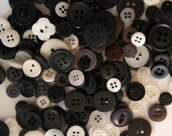200  Small Black and White Buttons- #SDSP-00002