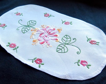 Vintage France-Pleasant Top of a cushion- Embroideries Handmade -Chrysanthemum and roses. 1950-