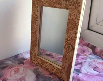 Henna mirror