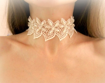 Ivory lace flowers choker, white floral lace necklace, bridal lace necklace, embroidered lace necklace, lace flowers choker necklace