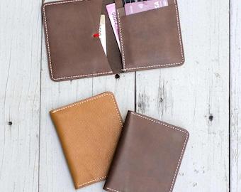 Minimalist Men's Slim Bi-fold Leather Wallet