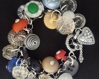 Vintage Buttons Charm Bracelet/Vintage Plastic Buttons/Vintage Plastic and Rhinestone Buttons/Vintage Buttons/Vintage Bracelet