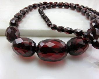 Circa 1930 Faceted Bakelite Necklace