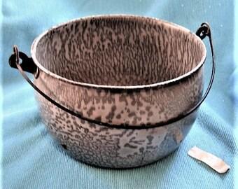 Vintage Speckleware Metal Pot w/Wire Hangle