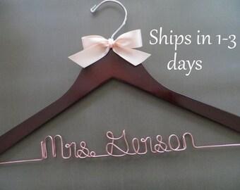 ROSE GOLD Wedding Hanger, Wire Wedding Hanger, Bridal Hanger with Bow, Personalized Hanger, Bride Hanger, Engagement Gift, Name Hanger