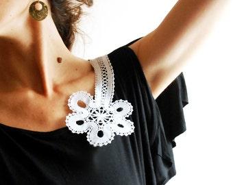 A decoration Russian  bobbin lace flower