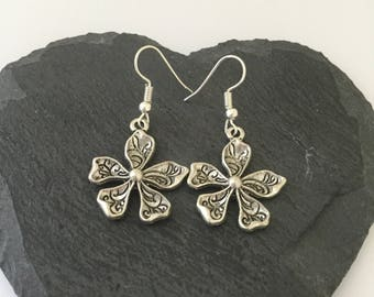 Flower earrings / flower jewellery / flower gift / birthday for her / Valentine's Day gift / garden jewellery / gardeners gift