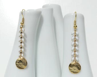 Spike earrings / white