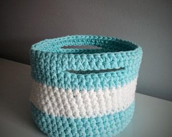 Crochet basket large format (white & blue)