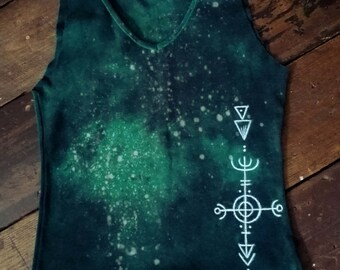Unique forest green v-neck stretchy top with pagan paintings size M