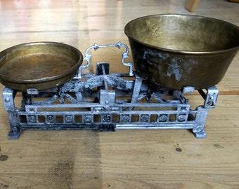 Antique balance scale by Triumph, cast iron base, original brass or copper pans, in working condition, beautiful vintage Art Deco design