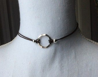 Metal and leather ring choker necklace
