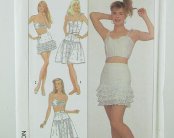Skirt, Camisole and Bra Sewing Pattern Simplicity 8635 , Misses, Womens Pattern, Craft Supplies, Uncut, Size 12 ~ 16