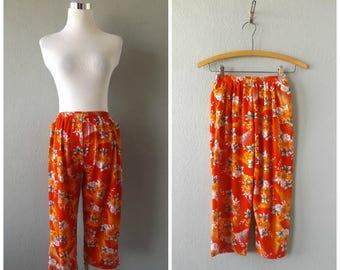 coastal floral capris | vintage 60s red orange cropped pants size s/small hippie boho shorts sundresses 1960s hippy crop trousers dresses