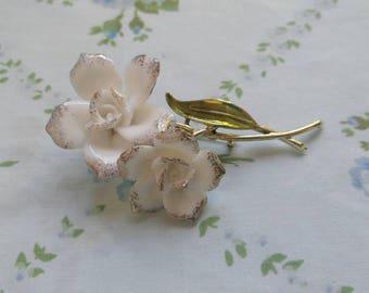1960s white glass flower brooch