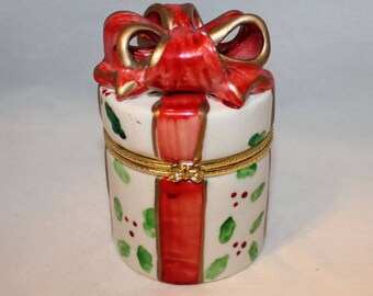 Ceramic gift shaped trinket box