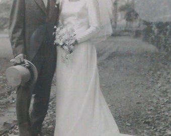 Vintage 1960's Silk Wedding Dress - Size 8/10