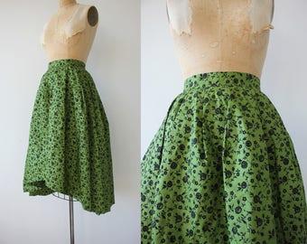 1950s vintage skirt / 50s full skirt / 50s green floral skirt / 50s cotton flocked skirt / 50s high low skirt / 26 inch waist small
