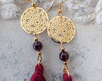 Very delicate earrings in Garnet and tassels
