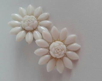 1950s Vintage Plastic Clip-on Earrings Cream Flower