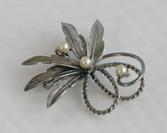 Beautiful Vintage CARL ART Sterling Silver Leaf Pin Brooch with Pearls