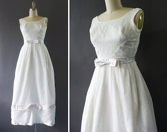 50s Dreaming of Snow White Dress- 1950s Vintage Bridal Gown - White Sleeveless Dress - Organza and Satin Bow Details - Long Dress w Tulle
