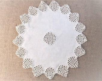 Linen and Lace Doily Centerpiece Doilie Vintage Table Linens Farmhouse Cottage Decor Vintage Linens