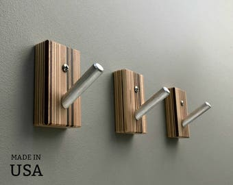 Entryway Hooks in Vertical Striped Wood with Metal Pegs, Entryway Decor, Home Organization, Housewarming Gift, Unique Wood Wall Hooks