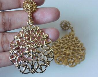 Golden dangled earrings