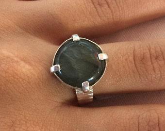 Labradorite silver ring, Labradorite Ring size 9, Sterling silver ring, Round labradorite ring, Green Labradorite ring, Labradorite gemstone