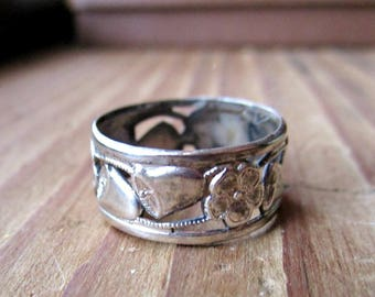 Vintage Uncas Art Deco Wedding Ring - Band - Sterling Silver - Wedding Bells - Flowers - Size 5 - Patterned Band - 1930s to 1940s