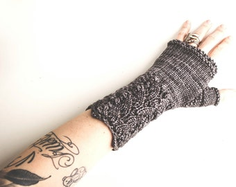 Sophisticate Mitts. Pattern only