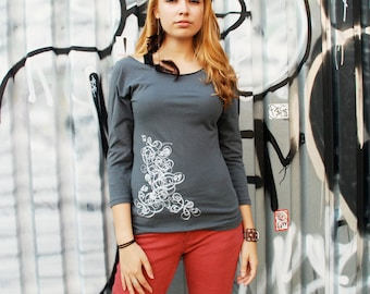 SALE - small - Graphic tee for women, womans tops tshirts, silkscreen womens t-shirt, womens tees, gray 3/4 sleeve deco design
