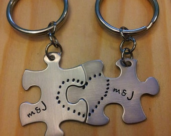 Hand Stamped Keychain - Personalized Keychain Couples Puzzle Piece Keychains with Names and Heart