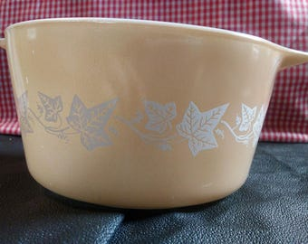 Pyrex Sandlewood 473 1 qt casserole.