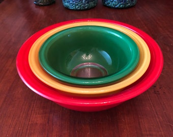 Set of Three (3) Vintage 1980s Pyrex Clear Bottom Nesting Mixing Bowls 322, 323, 325 Red Yellow Green