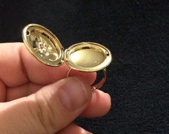 Gold locket ring