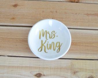 Mrs Ring Dish, Future Mrs Ring Holder, Bride Ring Dish, Wedding Ring Holder, Wedding Ring Dish, Ring Dish, Jewelry Holder, Trinket Dish